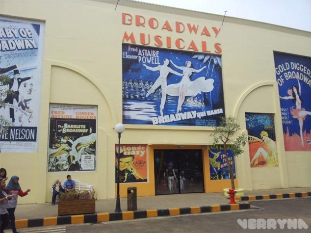 Lukisan poster film musikal Broadway